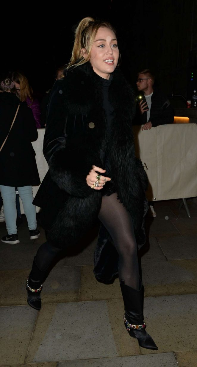 Miley Cyrus – Out In London
