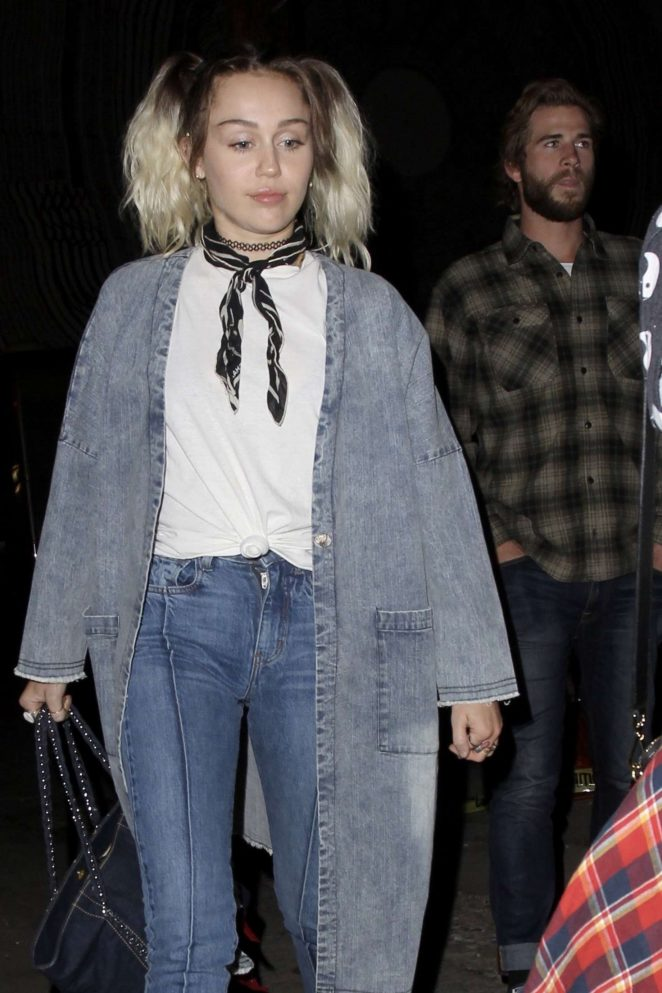 Miley Cyrus - Out in Los Angeles