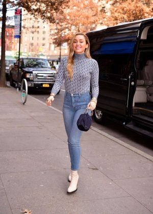 Miley Cyrus - Out in New York City