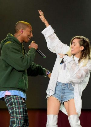 Miley Cyrus - Performs at One Love Manchester Benefit Concert in Manchester