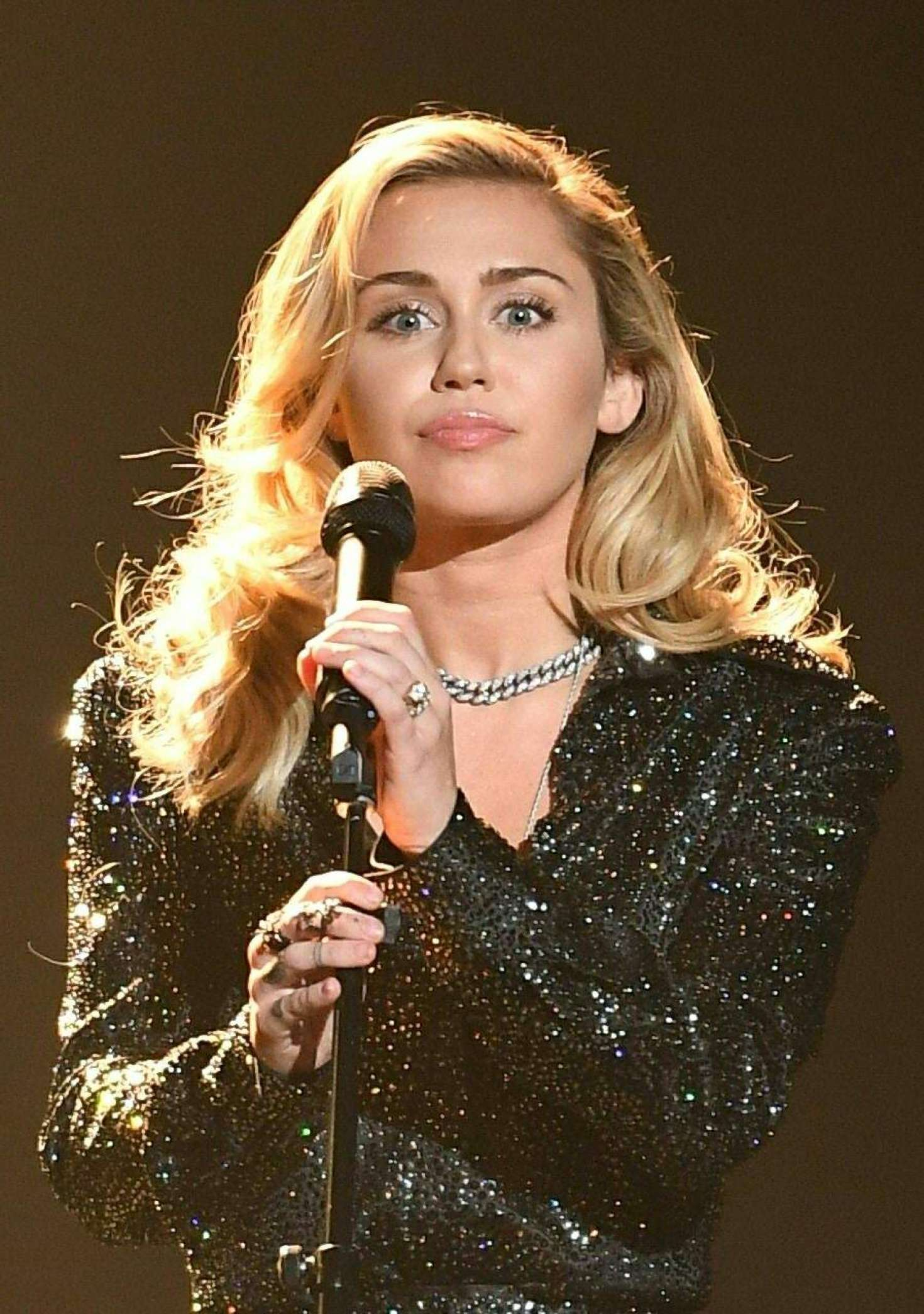 miley cyrus performs at the 2018 musicares person of the