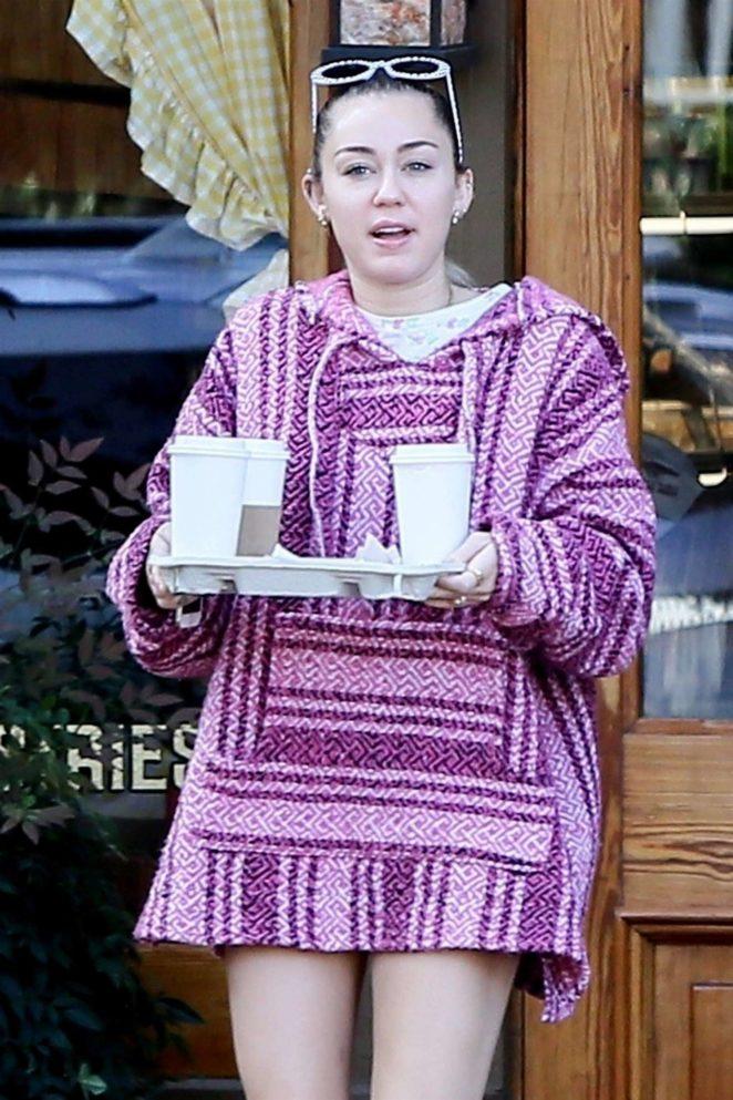 Miley Cyrus - Picking up Coffee in Savannah