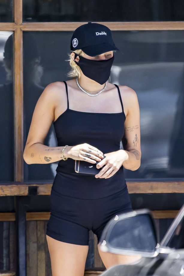 Miley Cyrus - Picking up coffee with boyfriend Cody Simpson in Calabasas