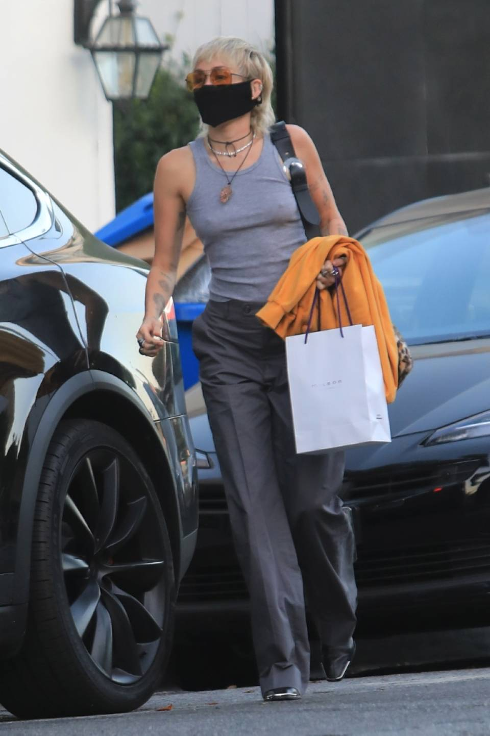 Miley Cyrus - Seen after visits a hair salon in Los Angeles