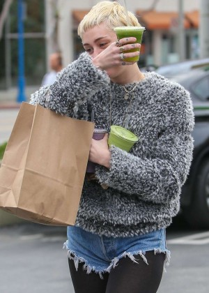 Miley Cyrus - Shopping at Earth Bar in Hollywood