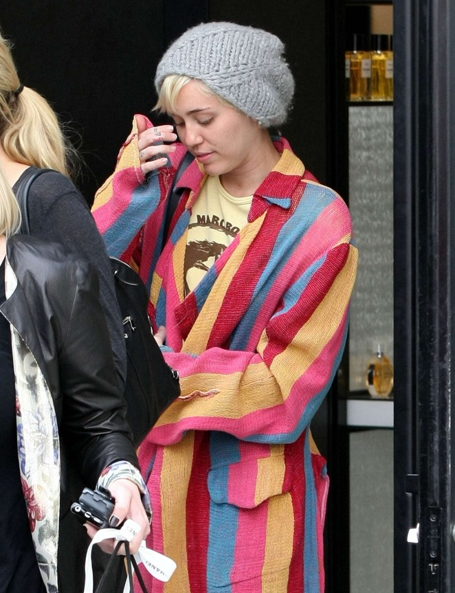Miley Cyrus - Shopping in Beverly Hills