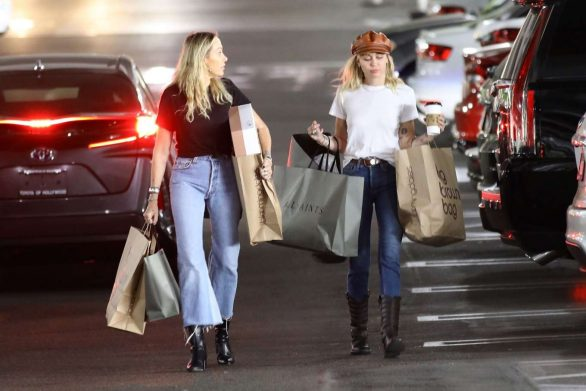 Miley Cyrus 2019 : Miley Cyrus – Shopping with her Mom Tish in Studio City-07