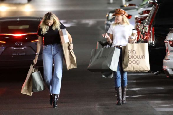 Miley Cyrus 2019 : Miley Cyrus – Shopping with her Mom Tish in Studio City-10