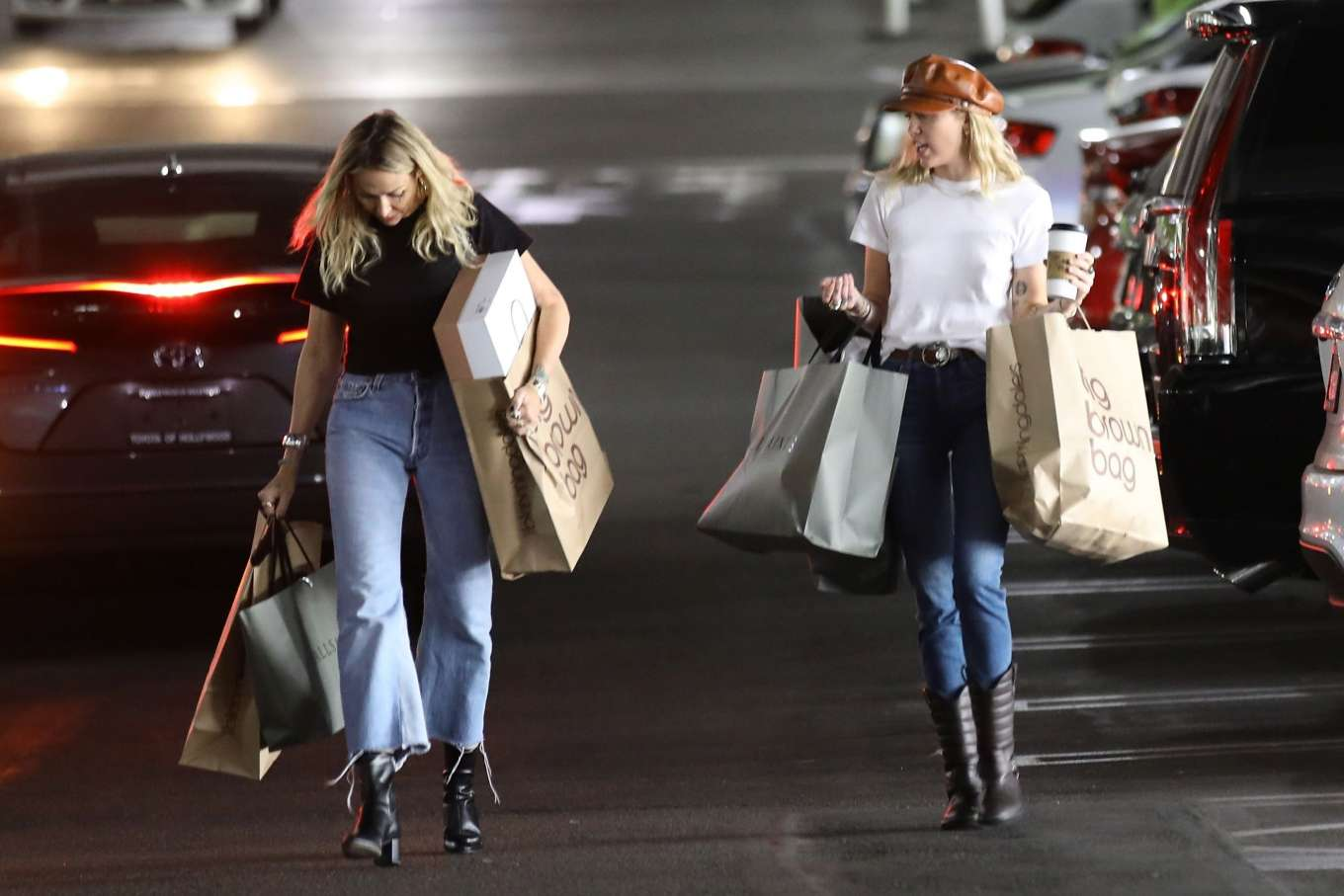 Miley Cyrus 2019 : Miley Cyrus – Shopping with her Mom Tish in Studio City-13