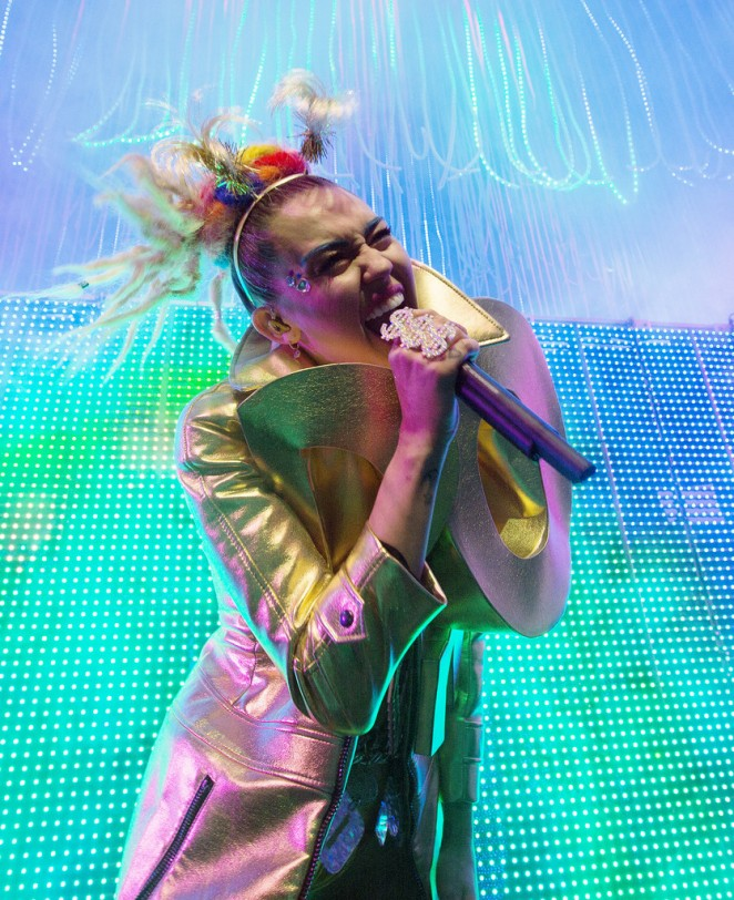 Miley Cyrus - The Milky, Milky, Milk Tour in Chicago