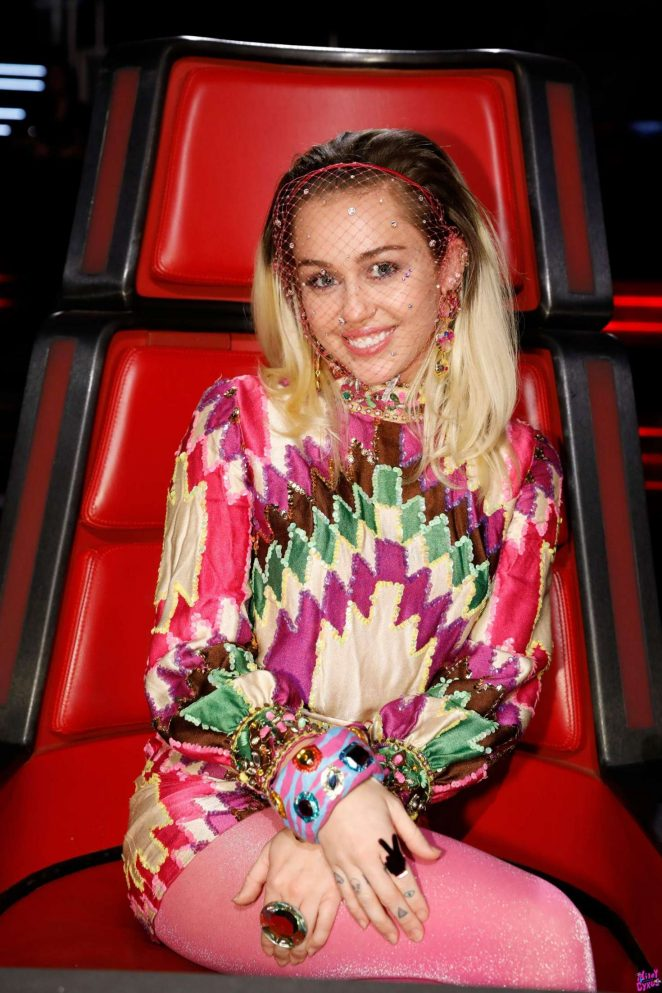 Miley Cyrus – 'The Voice' Final in Burbank