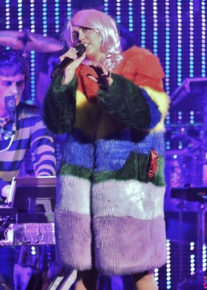 Miley Cyrus: Tour Concert in Vancouver-03