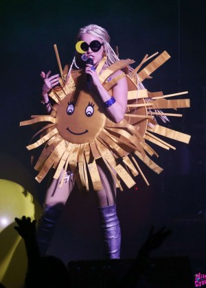 Miley Cyrus: Tour Concert in Vancouver-06