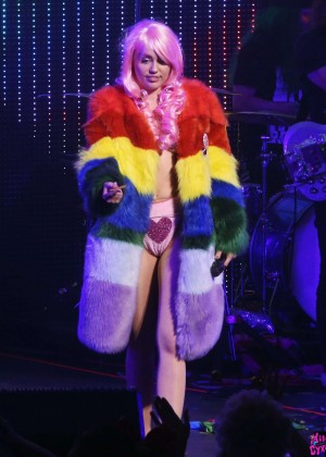 Miley Cyrus: Tour Concert in Vancouver-07