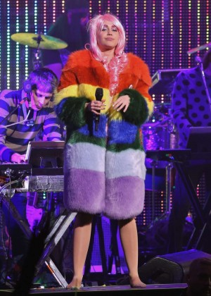 Miley Cyrus: Tour Concert in Vancouver-12