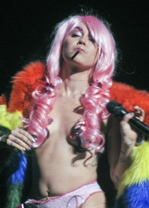 Miley Cyrus: Tour Concert in Vancouver-29