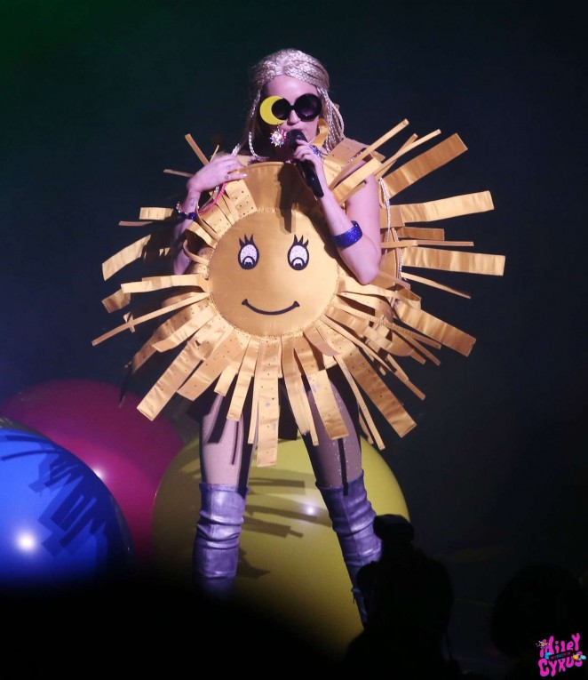 Miley Cyrus: Tour Concert in Vancouver-32