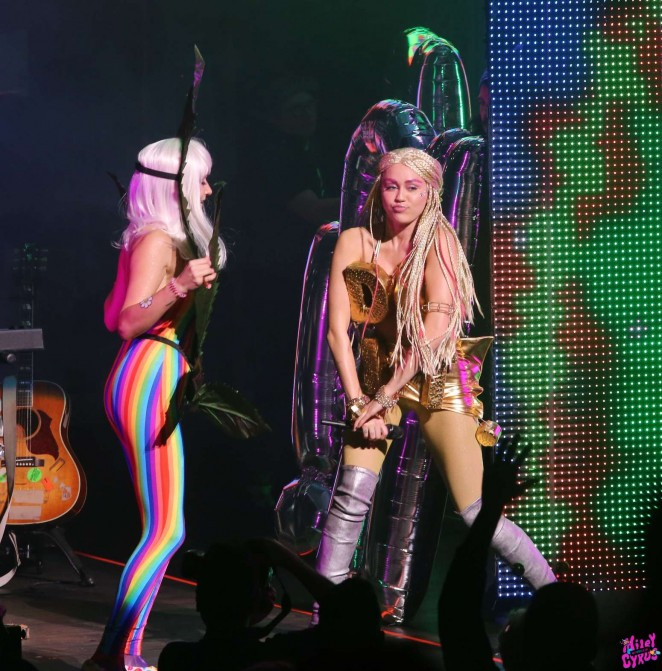 Miley Cyrus: Tour Concert in Vancouver-37