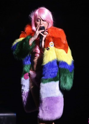 Miley Cyrus: Tour Concert in Vancouver-39