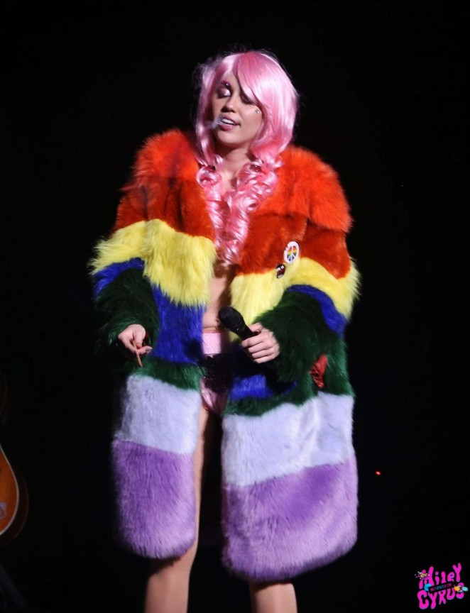 Miley Cyrus: Tour Concert in Vancouver-40