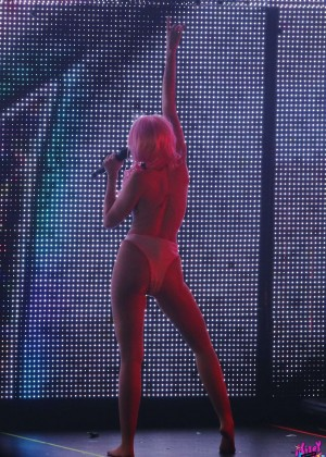 Miley Cyrus: Tour Concert in Vancouver-43