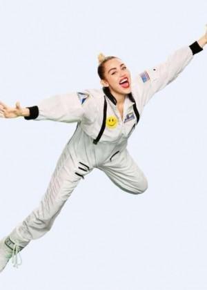 Miley Cyrus: VMA 2015 Photoshoot -04