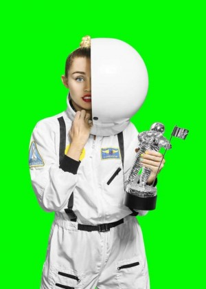 Miley Cyrus: VMA 2015 Photoshoot -09