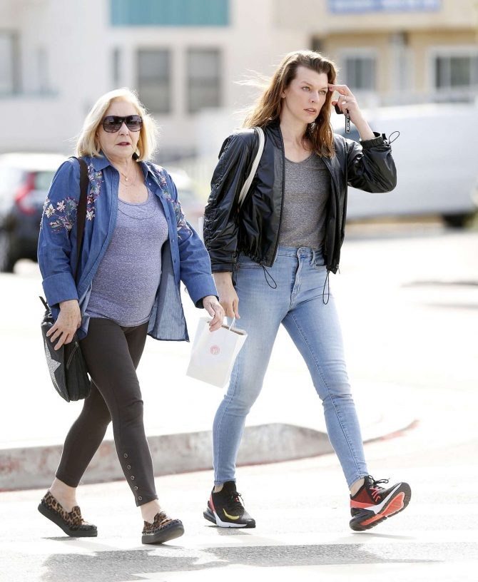 Milla Jojovich with her mother Galina Loginova -07