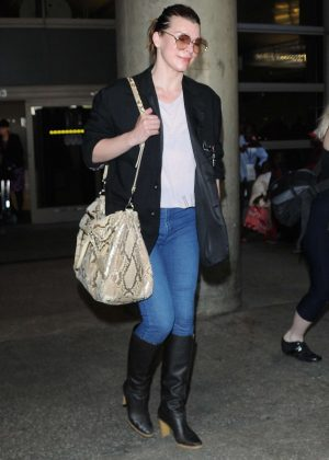 Milla Jovovich - Arrives to LAX Airport in Los Angeles