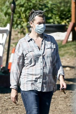 Milla Jovovich - Shopping at a plant nursery in Malibu