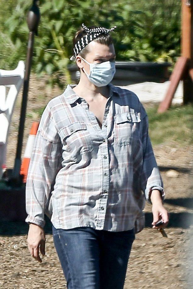 Milla Jovovich - Shopping at a plant nursery in Malibu