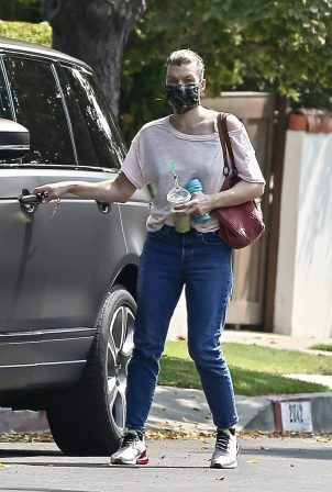 Milla Jovovich - Visiting a friend in Los Feliz