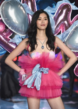 Ming Xi - 2015 Victoria's Secret Fashion Show Runway in NYC