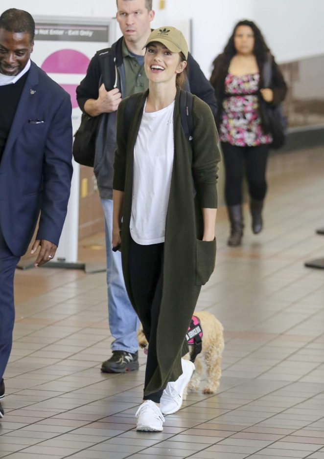 Minka Kelly - Arrives at LAX Airport in Los Angeles