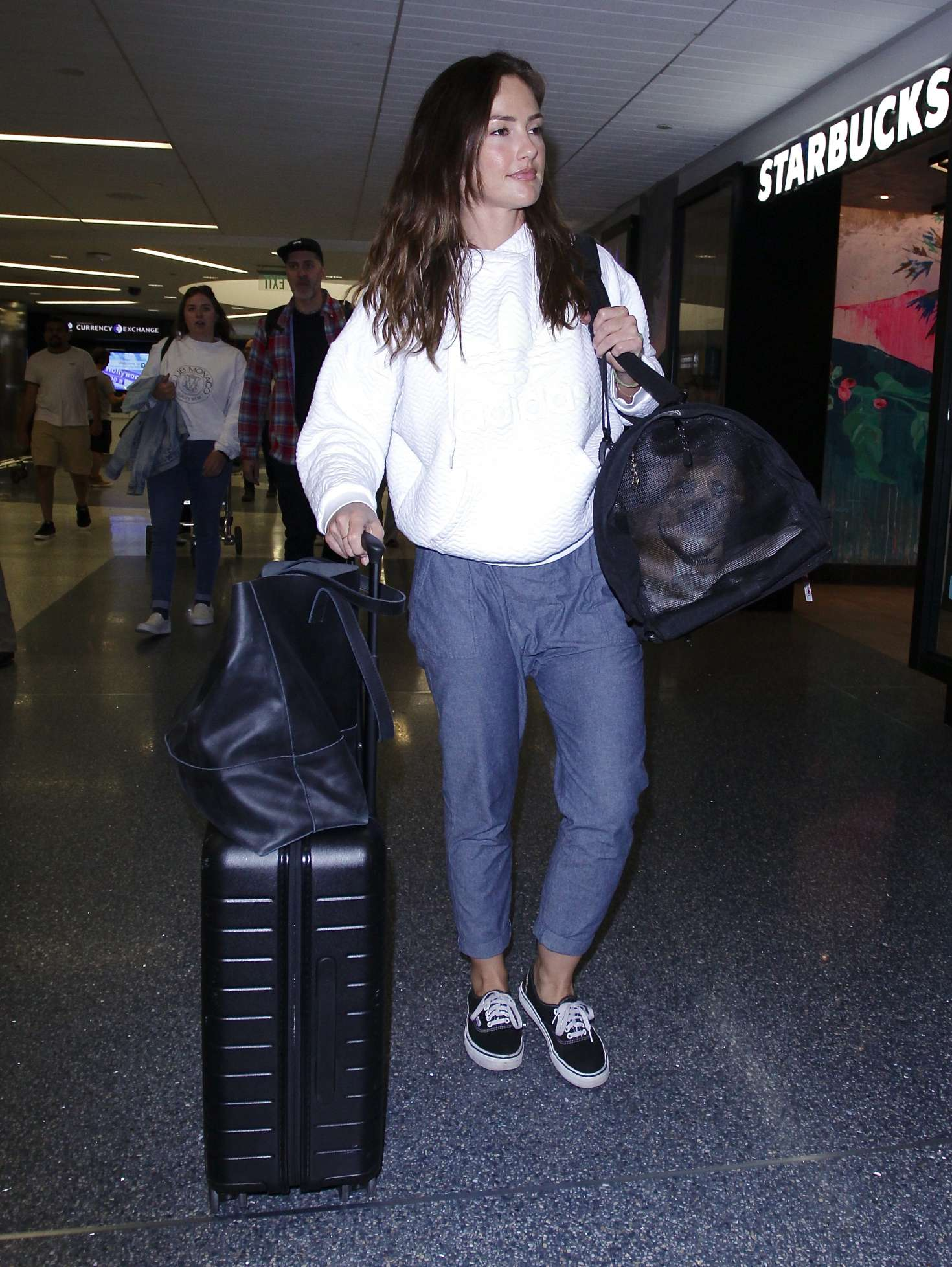 Minka Kelly Arriving At Lax Airport 03 Gotceleb