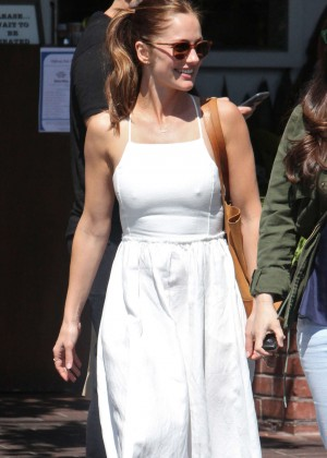 Minka Kelly at lunch with her girlfriends in West Hollywood