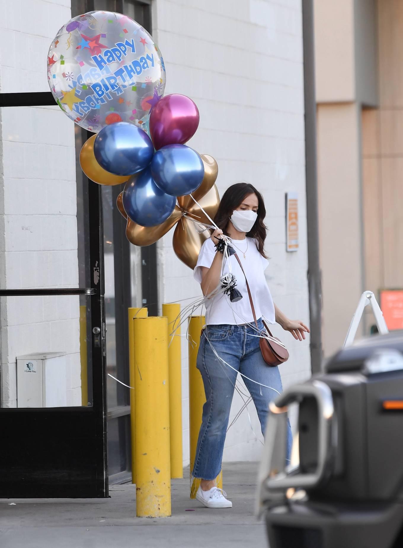 Minka Kelly - Buys balloons in New York