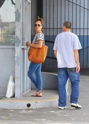 Sherman Oaks Car Wash >> Minka Kelly in Jeans at Car wash in Sherman Oaks