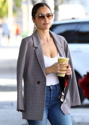 Minka Kelly - Grabs a healthy smoothie in LA
