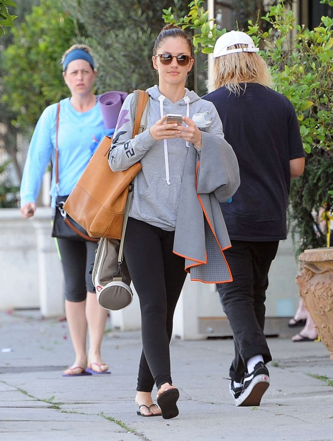 Minka Kelly in Leggings -14