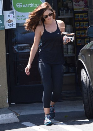 Minka Kelly - Leaving Earth Bar in Los Angeles