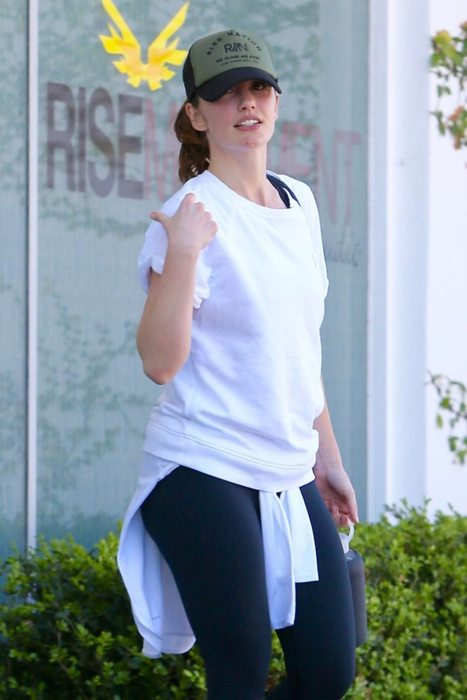 Minka Kelly - Leaving Rise Nation gym in LA