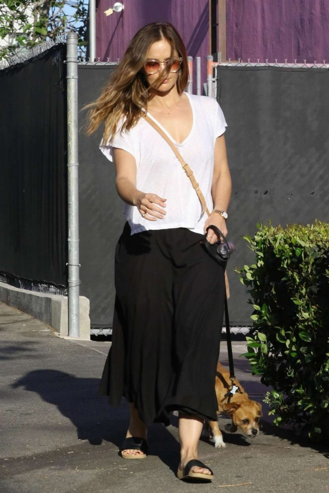 Minka Kelly - Taking her dog to the pet salon in Los Angeles