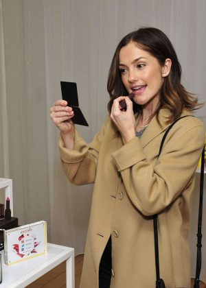 Minka Kelly - Tries Makeup in New York City