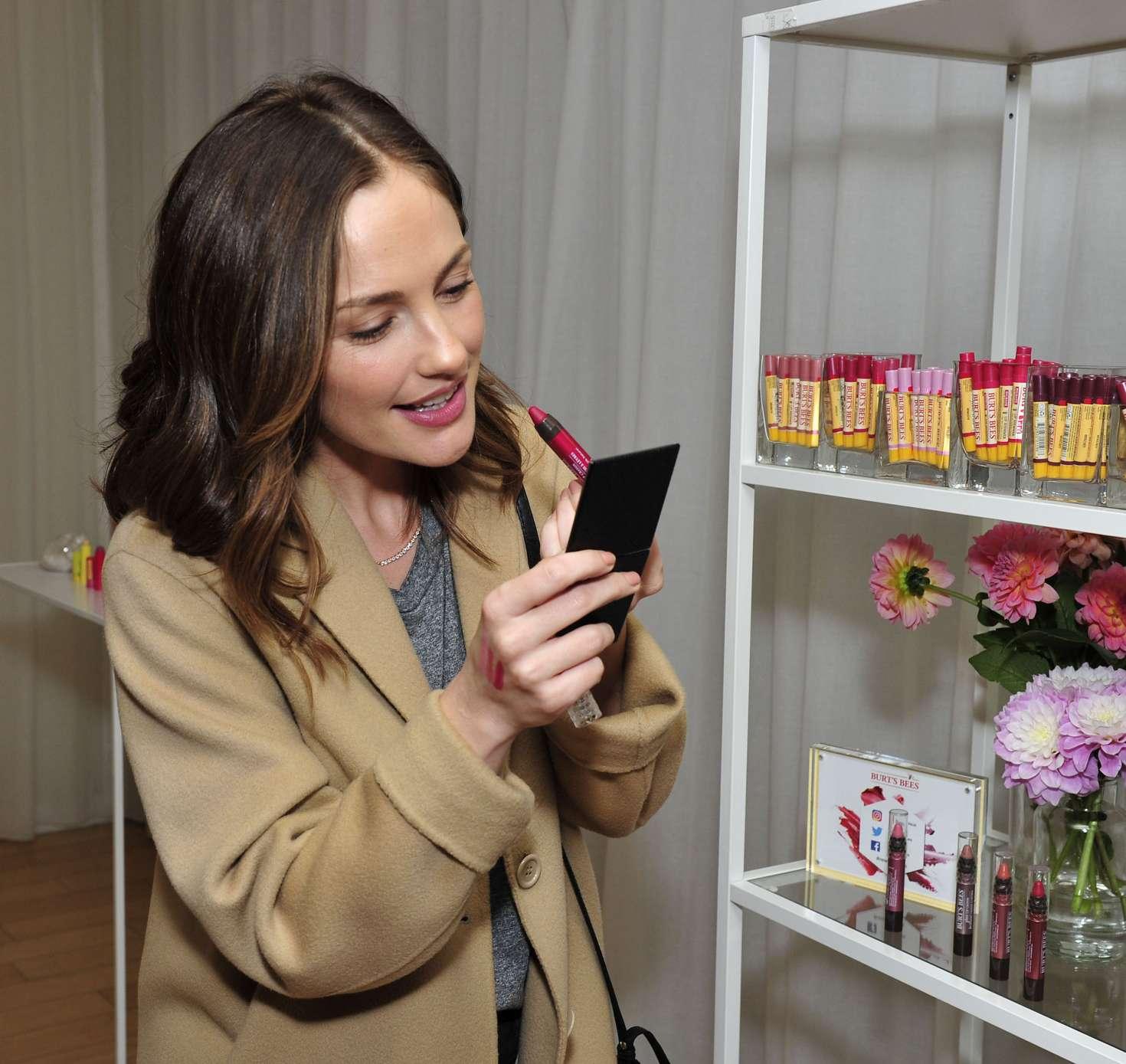 Minka Kelly 2017 : Minka Kelly: Tries Makeup in New York City -04