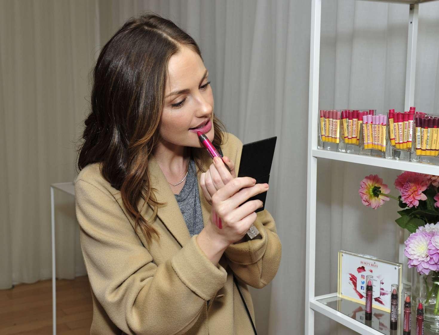 Minka Kelly 2017 : Minka Kelly: Tries Makeup in New York City -14