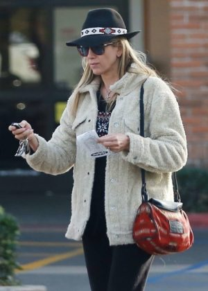 Mira Sorvino - Out in Malibu