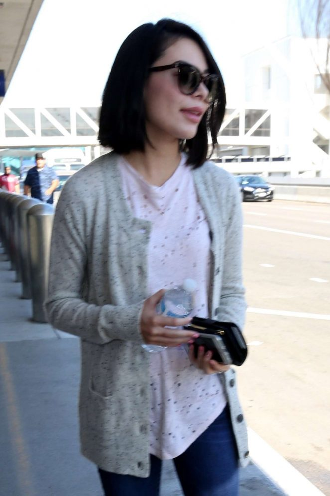 Miranda Cosgrove - Arrives at LAX Airport in Los Angeles