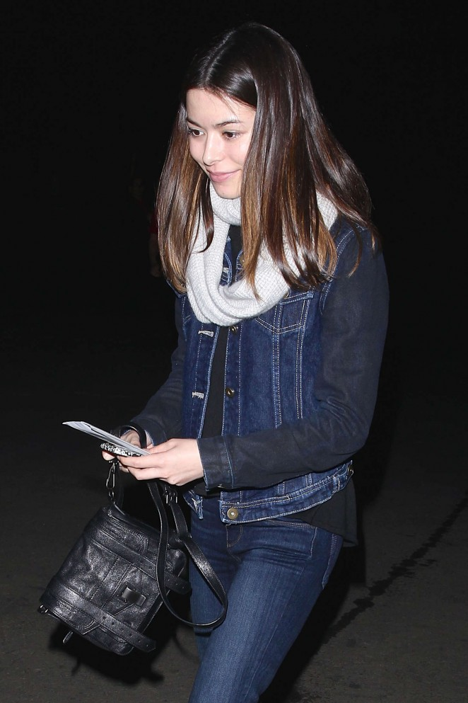 Miranda Cosgrove - Arrives for Lana Del Rey's Concert at the Hollywood Bowl