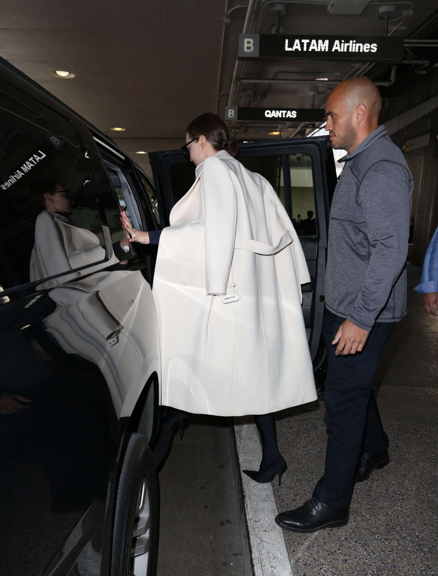 Miranda Kerr Arrives at LAX Airport in Los Angeles